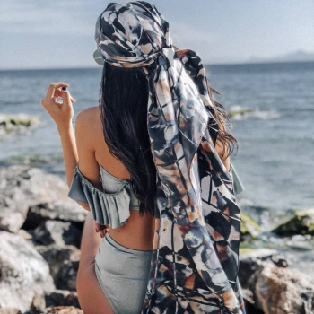 Romantic, bohemian and ultimately free spirited @annamariasoupioni wears the Hanna scarf! • • • #betandmalfie#betandmalfiegirls#youwearitbetter#TheEndlessSelf#scarf#scarves#silkscarf#silkscarves#silk#longsilkscarf#squaresilkscarf#skinnysilkscarf#madeinEurope#sustainablefashion#ethicalfashion#womensfashion#art#fashion#design#style#travelling#welltravelled#shoponline#greekdesigners#greekinspired