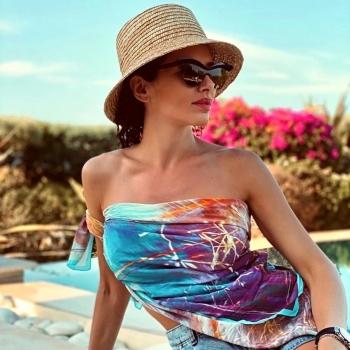 Bright colors and sunset shades! • • • #betandmalfie#betandmalfiegirls#youwearitbetter#TheEndlessSelf#scarf#scarves#silkscarf#silkscarves#silk#longsilkscarf#squaresilkscarf#skinnysilkscarf#madeinEurope#sustainablefashion#ethicalfashion#womensfashion#art#fashion#design#style#travelling#welltravelled#shoponline#greekdesigners#greekinspired