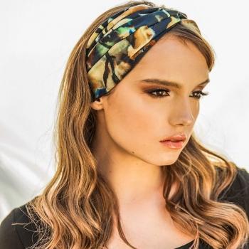 The embodiment of effortless style! • • • #betandmalfie#betandmalfiegirls#youwearitbetter#TheEndlessSelf#scarf#scarves#silkscarf#silkscarves#silk#longsilkscarf#squaresilkscarf#skinnysilkscarf#madeinEurope#sustainablefashion#ethicalfashion#womensfashion#art#fashion#design#style#travelling#welltravelled#shoponline#greekdesigners#greekinspired