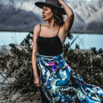 Nuances of silver and blue! • • • #betandmalfie#betandmalfiegirls#youwearitbetter#TheEndlessSelf#scarf#scarves#silkscarf#silkscarves#silk#longsilkscarf#squaresilkscarf#skinnysilkscarf#madeinEurope#sustainablefashion#ethicalfashion#womensfashion#art#fashion#design#style#travelling#welltravelled#shoponline#greekdesigners#greekinspired
