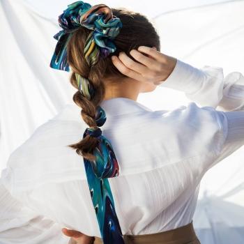 Silk and sleek! • • • #betandmalfie#betandmalfiegirls#youwearitbetter#TheEndlessSelf#scarf#scarves#silkscarf#silkscarves#silk#longsilkscarf#squaresilkscarf#skinnysilkscarf#madeinEurope#sustainablefashion#ethicalfashion#womensfashion#art#fashion#design#style#travelling#welltravelled#shoponline#greekdesigners#greekinspired
