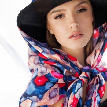 A bright summer's day! • • • #betandmalfie#betandmalfiegirls#youwearitbetter#TheEndlessSelf#scarf#scarves#silkscarf#silkscarves#silk#longsilkscarf#squaresilkscarf#skinnysilkscarf#madeinEurope#sustainablefashion#ethicalfashion#womensfashion#art#fashion#design#style#travelling#welltravelled#shoponline#greekdesigners#greekinspired